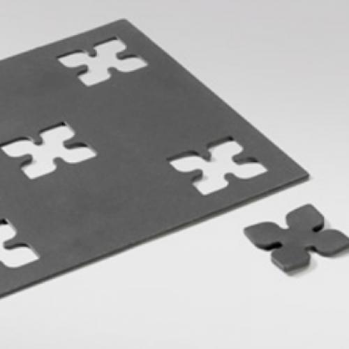 Különbözõ mintázatok lyukasztása idomacél megmunkáló kiegészítõ